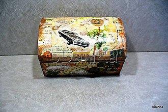 Nábytok - drevená truhlička Cestovateľ - 8297908_