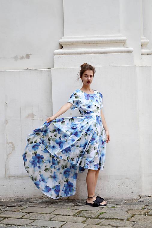 Pompézne bavlnené šaty s modrými kvetmi- zľava