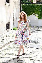 Šaty - Biele kvetované šaty s kruhovou sukňou - zľava  - 8303788_