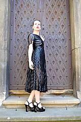 Šaty - Čierne koženkovo-tylové šaty femme fatale - 8303824_
