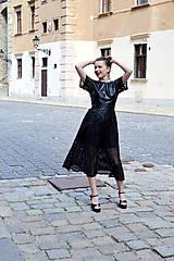Šaty - Čierne koženkovo-tylové šaty femme fatale - 8303827_