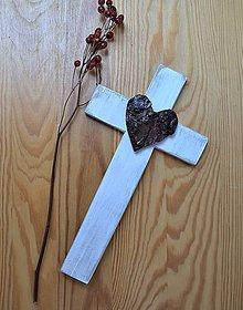 Dekorácie - Krížik so srdcom z kôry - 8312283_