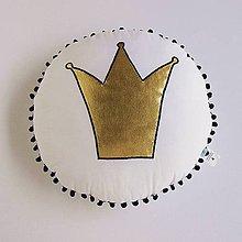 Textil - Vankúšik so zlatou korunkou v čiernom - 8312451_