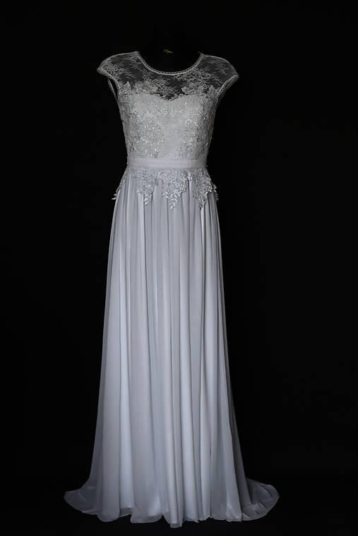5d5fd6477fba Svadobné šaty z krajky vyšívané krajkovými aplikáciami   Dyona ...