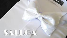- Pánsky svadobný biely motýlik - vzorovaný (motýlik s vreckovkou) - 8317139_