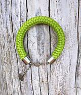 Náramky - Náramok apple green s karabínkou - 8317509_