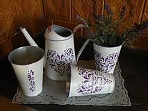 Plechová váza -  fialové srdce