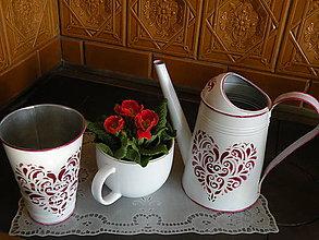 Nádoby - Plechová stojan,váza srdce -  bordó - 8320599_
