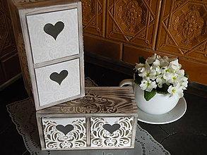 Krabičky - Mini komodka se srdíčky - reliéf bronz - 8320658_