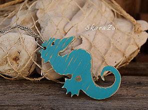 Náhrdelníky - Morský koník z dreva - 8320899_