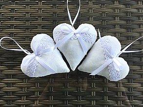 Darčeky pre svadobčanov - Biele levanduľové srdiečka - 8320065_