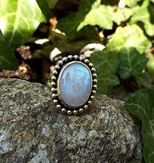 Prstene - Strieborný Prsteň s Dúhovým Mesačným Kameňom - 8322696_