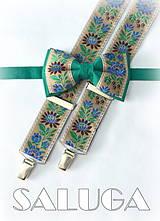 Folklórny pánsky zelený motýlik a hnedé traky - folkový - ľudový