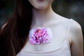 Náhrdelníky - Náhrdelník s karafiátom - náhrdelníky - 8328406_
