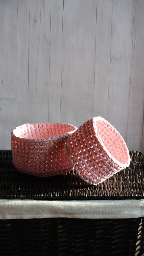 Hačkovaný ružový košík