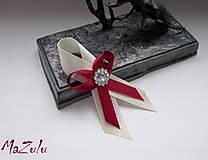 - svadobné pierko v bordovom - 8330384_