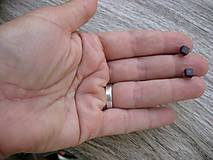 Náušnice - Mini kocky - živicové napichovačky (vínovo červené  č.1027) - 8331086_