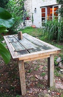 Nábytok - Stôl zo starých dverí so srdiečkom - 8333918_