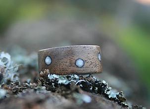 Prstene - Drevený prstéň - orech s krúžkami kremeňa - 8332859_