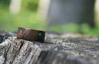 Prstene - Drevený prsteň - orech s krúžkami z malachitu a lapis lazuli - 8336212_