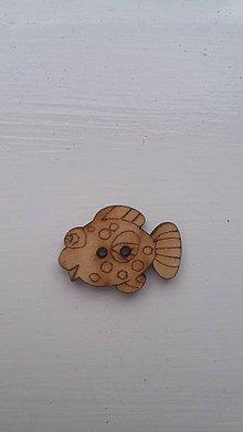 Galantéria - G115 Gombík drevený (rybka 2,5 x 1,5 cm) - 8339927_