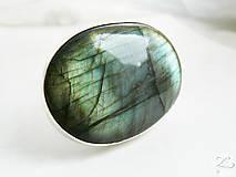 Prstene - Strieborný veľmi výrazný prsteň s labradoritom - Labradorisko - 8342450_