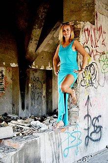 Šaty - Dlhé úzke šaty s rozpárkom - 8345774_