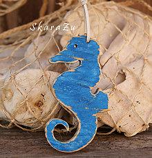 Náhrdelníky - Morský koník z dreva - 8347164_