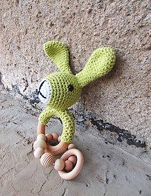 Hračky - Hrkálka zajko s korálkami... - 8346207_
