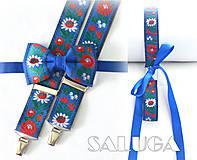 SET on a ona - Folklórny pánsky modrý motýlik a traky + dámsky folklórny opasok - ľudový