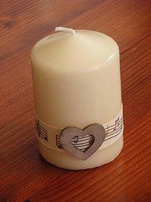 Svietidlá a sviečky - Smotanová sviečka s notami a srdcom 10cm - 8348241_