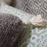 Úžitkový textil - Pletený vankúšik so strapcami SIVKO - 8353444_
