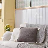 Úžitkový textil - Pletený vankúšik so strapcami SIVKO - 8353453_