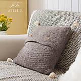 Úžitkový textil - Pletený vankúšik so strapcami SIVKO - 8353462_