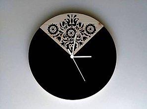 Hodiny - Na dreve maľované • hodiny Čierno čierna - 8352873_
