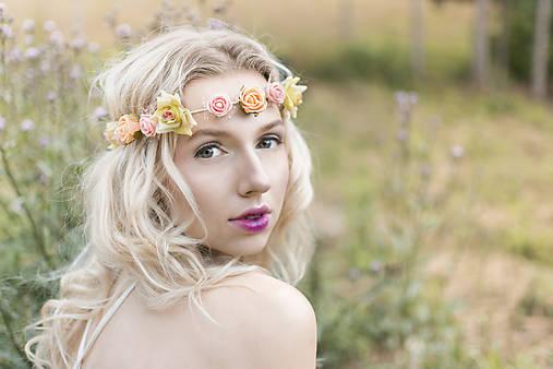 Jemná elastická čelenka s drobnými kvetinkami