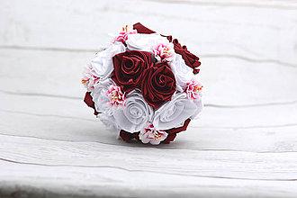 Kytice pre nevestu - Saténová kytica svadobná bielo-bordová ruže - 8353502_