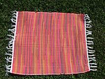 - Tkaný pestrofarebný  malý koberec - 8354080_