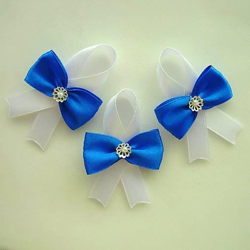 Modré svadobné pierka pre hostí