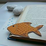 Oranžová rybka do knižky...