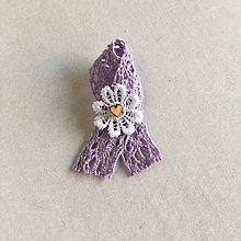Pierka - vintage svadobné pierko fialové s dreveným srdiečkom - 8359879_