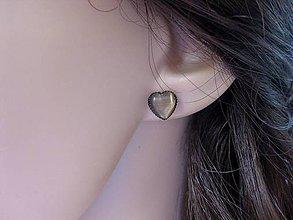 Náušnice - Mini srdiečka - mačacie oko (béžovo hnedé mačacie oko - napichovačky č.1047) - 8359701_