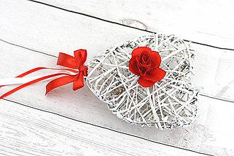 Dekorácie - Bielo-červené srdce s ružou - 8360536_
