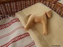 Textil - Detská deka s folklórnym motívom 100% ovčie rúno MERINO červená výšivka - 8365107_