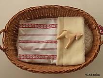 Textil - Detská deka s folklórnym motívom 100% ovčie rúno MERINO červená výšivka - 8365111_
