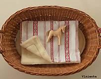 Textil - Detská deka s folklórnym motívom 100% ovčie rúno MERINO červená výšivka - 8365112_