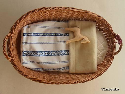 Detská deka s folklórnym motívom 100% ovčie rúno MERINO modrá výšivka