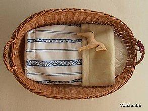 Textil - Detská deka s folklórnym motívom 100% ovčie rúno MERINO modrá výšivka - 8365161_