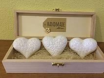 Drobnosti - Handmade magnetky srdiecka s perlickami - 8362839_