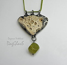 Náhrdelníky - Cínový šperk s minerálom... Z pobrežia... - 8366490_